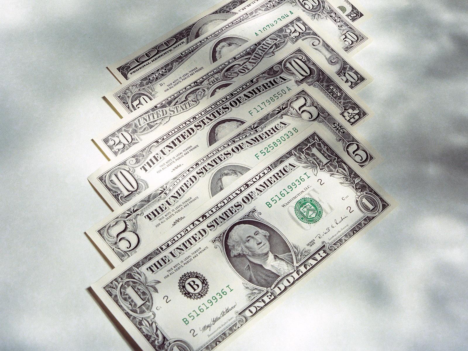 Долларовые бумажки
